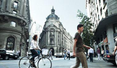 Bolsa de Santiago y UAI promuevenla educación financiera en Chile